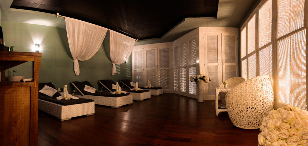 Photo panoramique de la salle de repos de l'hôtel Villa Delisle