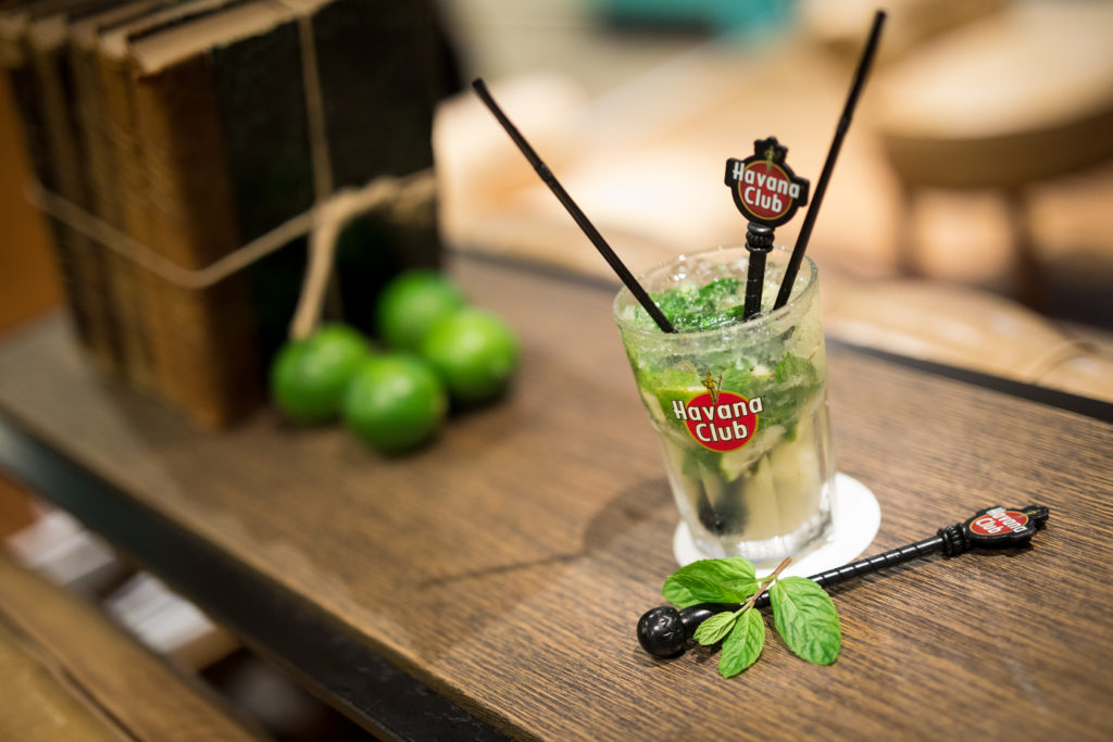 "Photo d'un cocktail ""Mojito"" dans un hôtel au 974"