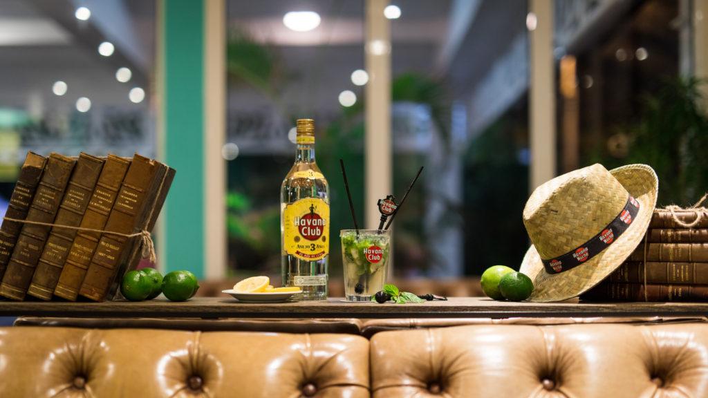"""""""Le Planteur"""" - Bar à cocktail à l'intérieur d'un hôtel de l'île de la Réunion"""